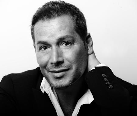 Éric Antoniotti : Directeur artistique et de la formation internationale chez Clarins