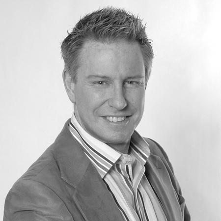 Kirk Brierley – Responsable de la formation, Soins pour la peau de RoC