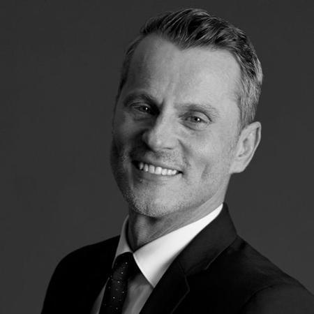 Patrick Lorentz – Artiste Maquilleur International de la Maison Estée Lauder